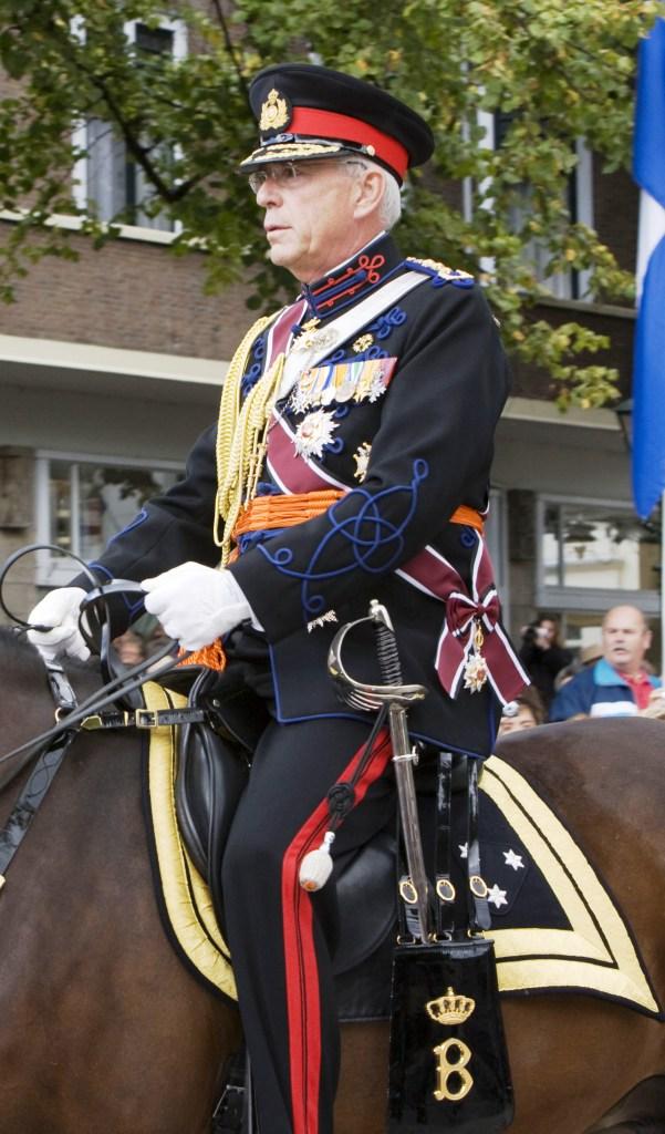 Bezoek paleis noordeinde koninklijke stallen for Terrace uniform